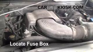 Replace a Fuse: 1997-2004 Ford F-150