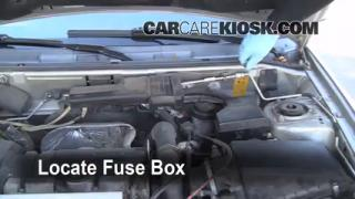 Replace a Fuse: 1990-1992 Volvo 740
