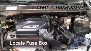 Replace a Fuse: 2001-2005 Toyota RAV4