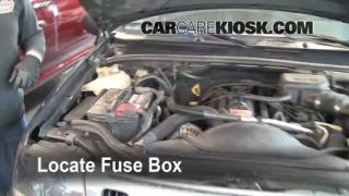 Replace a Fuse: 1999-2004 Jeep Grand Cherokee
