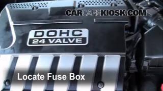 Replace a Fuse: 2004-2006 Suzuki Verona