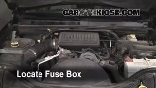 Replace a Fuse: 2005-2010 Jeep Grand Cherokee
