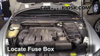 Replace a Fuse: 2004-2010 Volvo S40