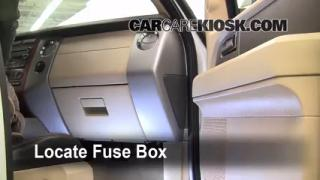 control de fusible interior en ford expedition