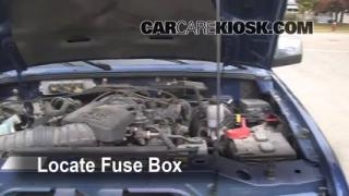 Replace a Fuse: 2006-2011 Ford Ranger