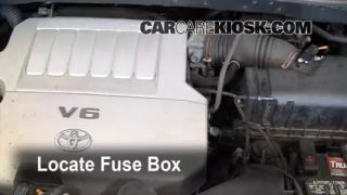 Replace a Fuse: 2008-2010 Toyota Highlander