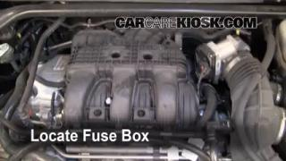 Replace a Fuse: 2010-2013 Ford Taurus