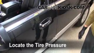 Properly Check Tire Pressure: Lincoln Navigator (2003-2013)