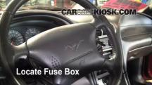 2004 Ford Mustang 3.9L V6 Coupe Fusible (interior)