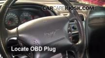 2004 Ford Mustang 3.9L V6 Coupe Compruebe la luz del motor