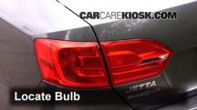 2014 Volkswagen Jetta SE 1.8L 4 Cyl. Turbo Sedan (4 Door) Lights