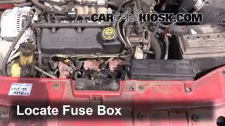Replace a Fuse: 1996-1999 Ford Taurus