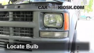 2000 Chevrolet K3500 6.5L V8 Turbo Diesel Cab and Chassis Lights Turn Signal - Front (replace bulb)