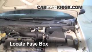 Replace a Fuse: 2000-2004 Ford Focus