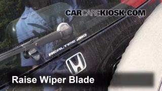 2000 Honda CR-V EX 2.0L 4 Cyl. Windshield Wiper Blade (Rear) Replace Wiper Blade