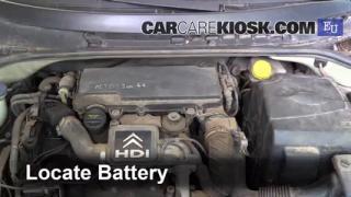 2004 Citroen C3 SX 1.4L 4 Cyl. Turbo Diesel Batería Limpiar batería y terminales