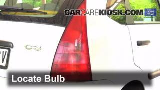 2004 Citroen C3 SX 1.4L 4 Cyl. Turbo Diesel Luces Luz de reversa (reemplazar foco)