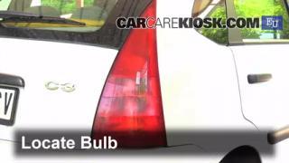 2004 Citroen C3 SX 1.4L 4 Cyl. Turbo Diesel Luces Luz de giro trasera (reemplazar foco)