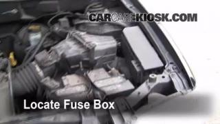 Replace a Fuse: 2001-2004 Ford Escape