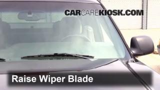 Front Wiper Blade Change GMC Sierra 2500 HD (1999-2007)
