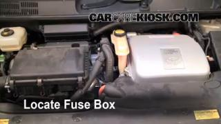 Replace a Fuse: 2004-2009 Toyota Prius