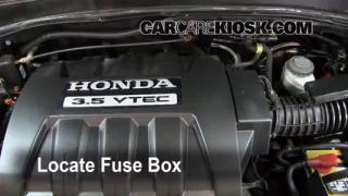 Replace a Fuse: 2003-2008 Honda Pilot