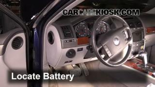 2006 Volkswagen Touareg 4.2L V8 Battery Replace