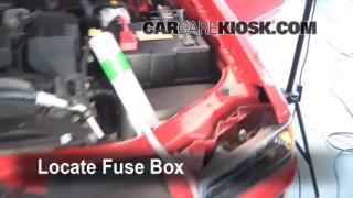 Replace a Fuse: 2004-2012 Chevrolet Colorado