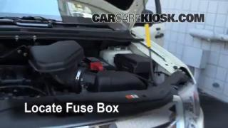 Replace a Fuse: 2007-2010 Ford Edge
