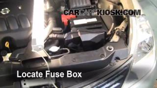 Replace a Fuse: 2007-2012 Nissan Versa