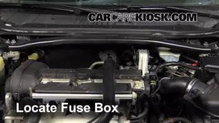 Replace a Fuse: 2001-2007 Volvo V70